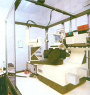 Difractómetro Enraf Nonius CAD4 con goniómetro de cuatro círculos, generador con tubo sellado de 2,2Kw con  ánodo de Cu.