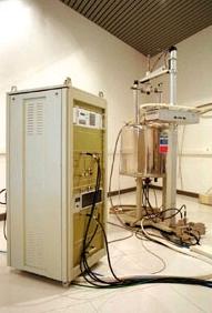 Espectrómetro Bruker AMX300 de 7.04 T (300 MHz resonancia 1 H) con sonda de líquidos 1 H/ 13 C (5 mm), sonda de sólidos 1 H/X multinuclear y sonda de talio (10 mm).
